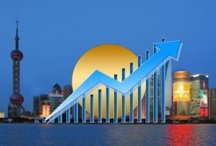 Grafik einer Geschäftsentwicklung vor einer Skyline