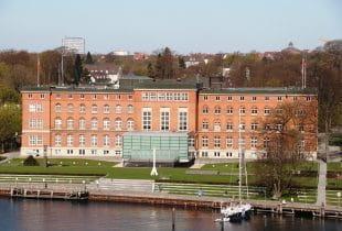 Außenansicht des Landtags von Schleswig-Holstein in Kiel.