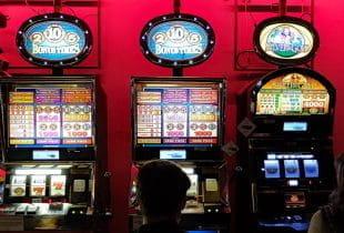 Verschiedene Slot Games nebeneinander