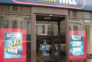 Wettbüro von William Hill in London
