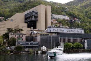 Der gigantische Casino-Komplex in Campione in der Außenansicht.