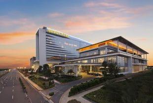 Außenansicht des Solaire Resort & Casinos in Manila auf den Philippinen.
