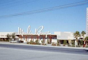 Eine Außenansicht des Moulin Rouge Casinos von 1955.