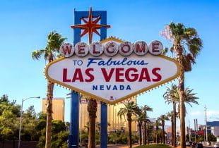 Das weltberühmte Ortsschild von Las Vegas am Eingang der Stadt.