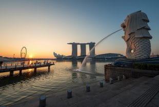 Das Marina Bay Sands in Singapur aus einiger Entfernung.
