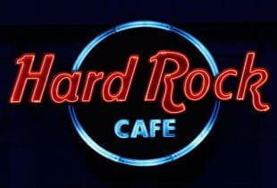 Leuchtschild mit der Aufschrift Hard Rock Cafe.