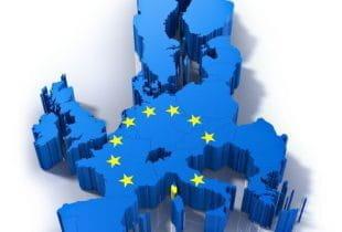 3D-Darstellung einer Europakarte in blau und mit den Sternen der EU.