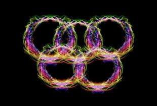 Die Olympischen Ringe aus vielen farbigen Linien.