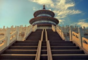 Der Treppenaufgang beim Himmelstempel in Peking.