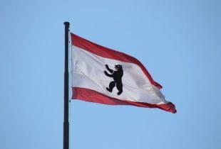 Flagge des Berliner Wappens.