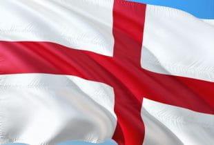 Wehende englische Flagge.