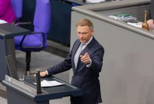 Christian Lindner am Rednerpult im Bundestag.