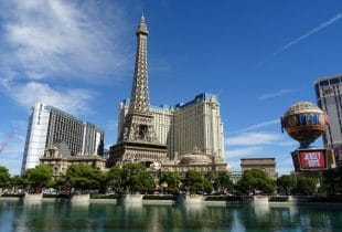 Eifelturm und das Ballys-Casino in Las Vegas.