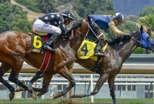Zwei Jockeys beim Pferderennen.