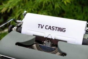 Ein Blatt mit der Aufschrift TV Casting in einer Schreibmaschine.