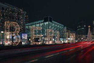 Eine Weihnachtsbeleuchtung in Berlin.